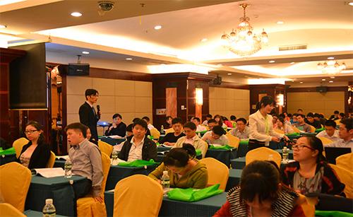 UL和UTL合办研讨会,讲师与客户互动