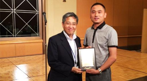 日本JET理事长Mr.YASUHISAKOMODA向UTL颁发授权证书